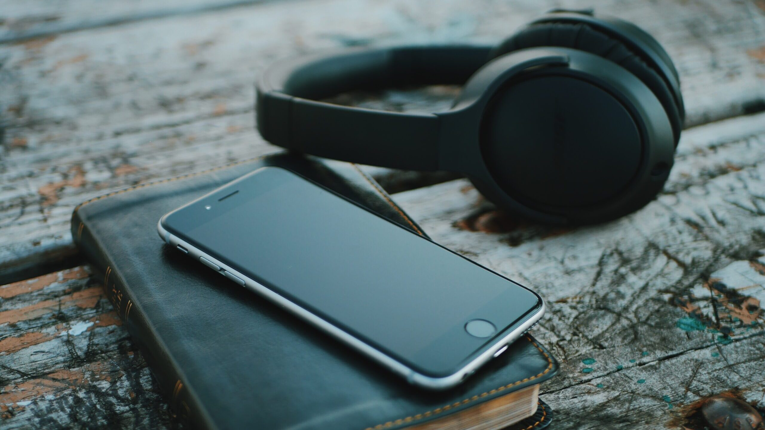 Apple Music or Spotify: Which should you choose?